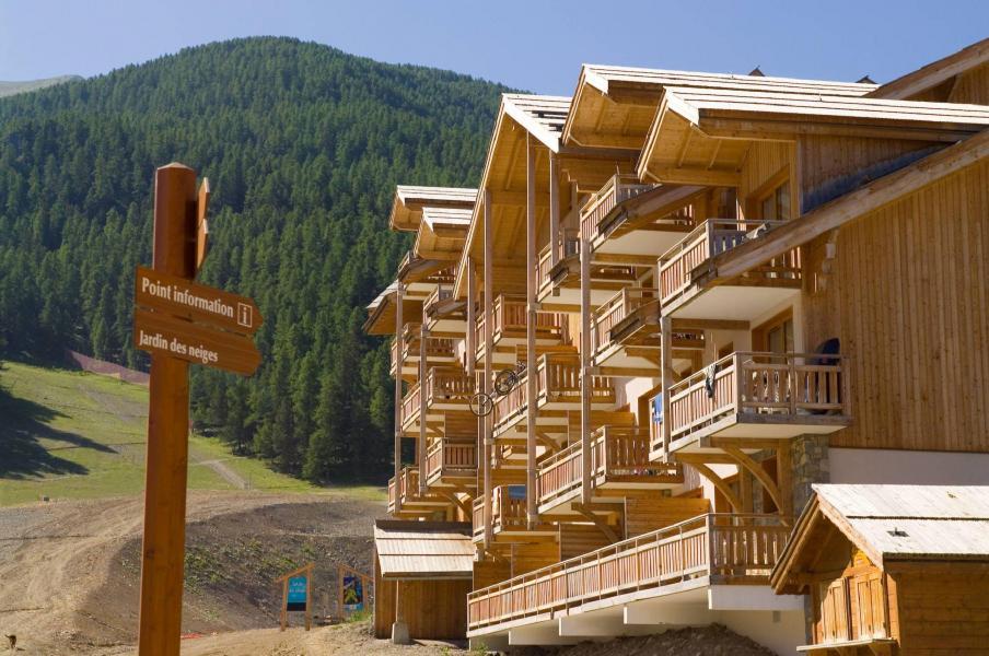 Urlaub in den Bergen Résidence le Parc des Airelles - Les Orres - Draußen im Sommer