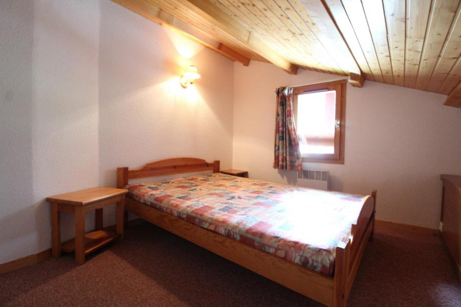 Holiday in mountain resort 3 room duplex apartment 8 people (30) - Résidence le Petit Mont Cenis - Termignon-la-Vanoise - Bedroom under mansard