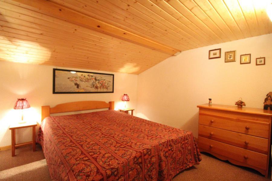 Vacances en montagne Appartement 2 pièces mezzanine 6 personnes (26) - Résidence le Petit Mont Cenis - Termignon-la-Vanoise - Chambre mansardée