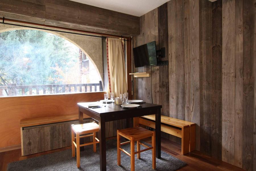 Vacances en montagne Studio cabine 6 personnes (A021) - Résidence le Prarial - Serre Chevalier - Table