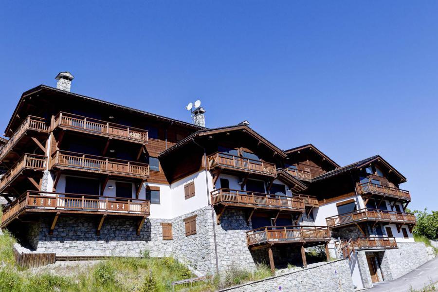 Wynajem na narty Résidence le Rocher Blanc - La Tania - Na zewnątrz latem