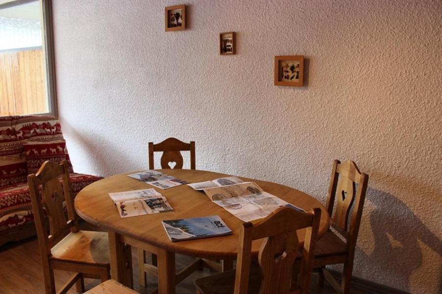 Vacances en montagne Studio cabine 4 personnes (V6) - Résidence le Sérac - Val Thorens - Table
