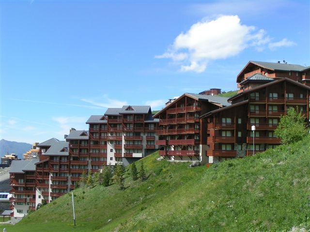 Vacances en montagne Résidence le Valmont - Les Menuires - Extérieur été