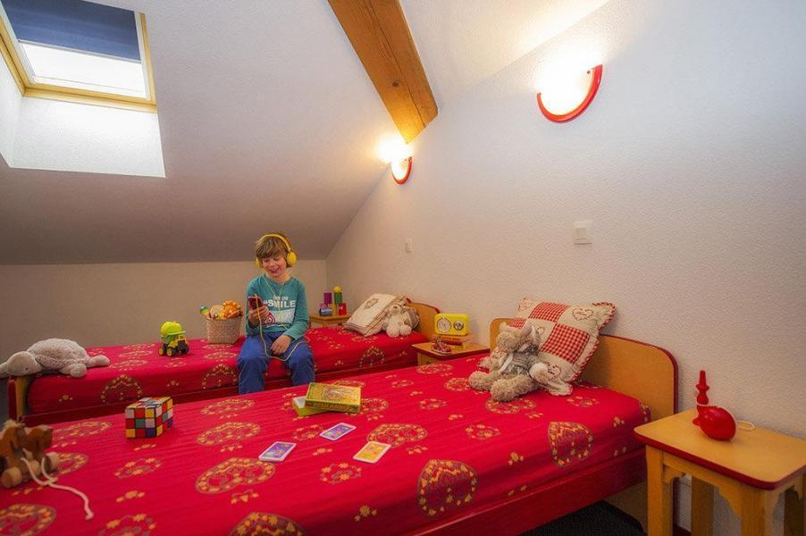 Holiday in mountain resort Résidence les 4 Vallées - Saint-François Longchamp - Bedroom under mansard