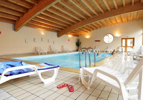 Vacances en montagne Residence Les 4 Vallees - Saint-François Longchamp - Piscine