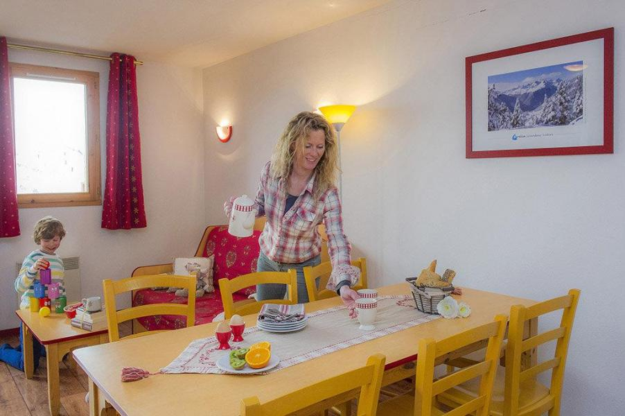Holiday in mountain resort Résidence les 4 Vallées - Saint-François Longchamp - Table