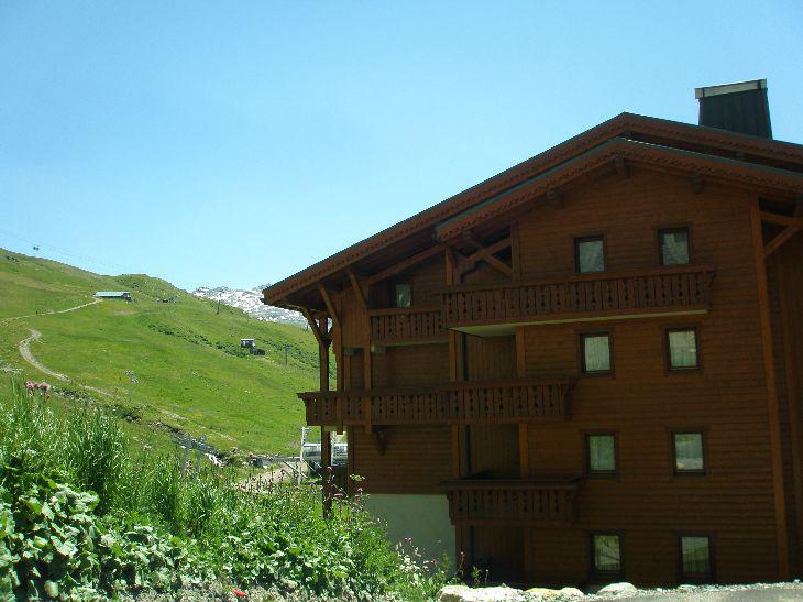 Location au ski Résidence les Alpages de Reberty - Les Menuires - Extérieur été