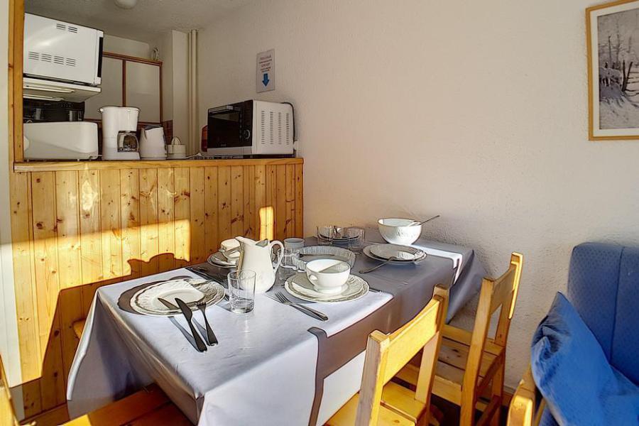 Vacances en montagne Appartement 2 pièces 6 personnes (115) - Résidence les Aravis - Les Menuires - Table basse