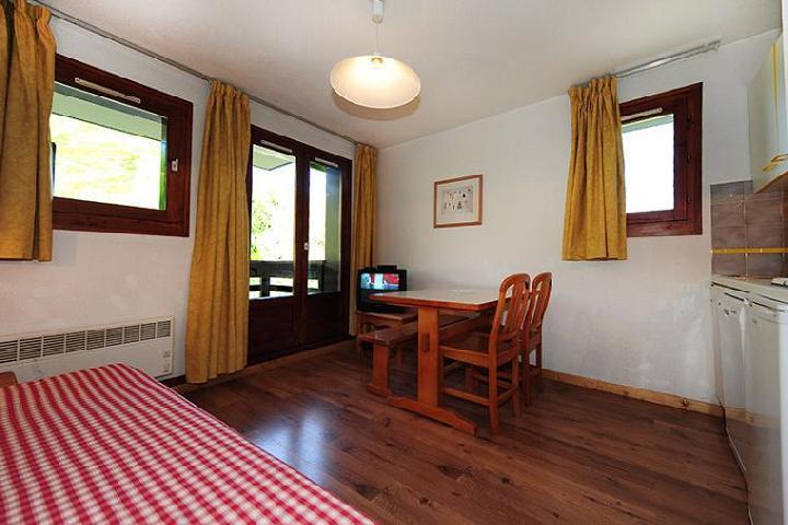 Vacances en montagne Appartement 2 pièces 4 personnes (302) - Résidence les Balcons d'Olympie - Les Menuires - Table