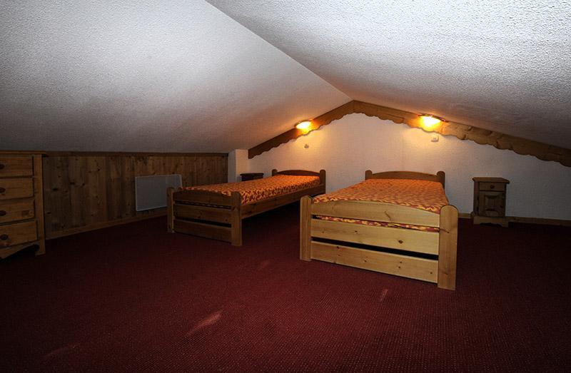 Vacances en montagne Appartement 2 pièces cabine mezzanine 8 personnes (640) - Résidence les Balcons d'Olympie - Les Menuires - Chambre mansardée