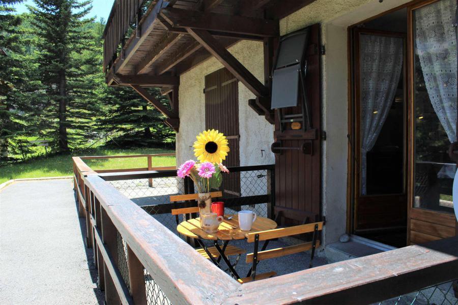 Rent in ski resort Studio 3 people (002) - Résidence les Chabrières - Vars - Summer outside