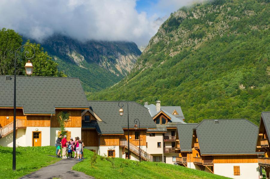 Location au ski Résidence les Chalets de Belledonne - Saint Colomban des Villards - Extérieur été