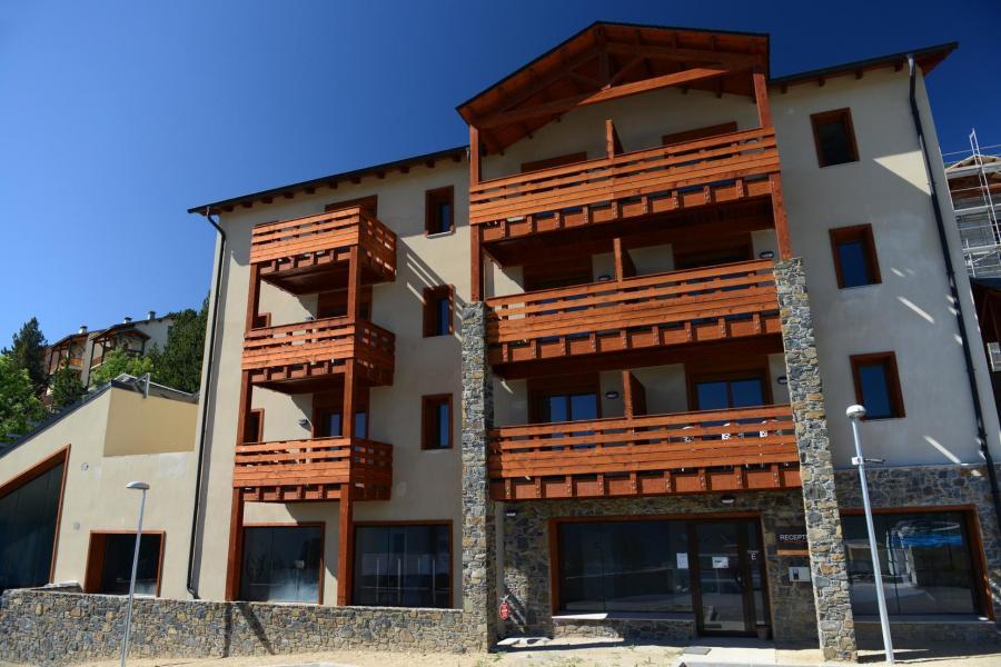 Rent in ski resort Résidence les Chalets de l'Isard - Les Angles - Summer outside