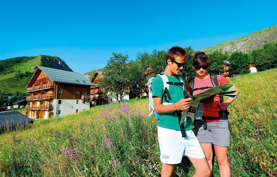 Аренда на лыжном курорте Résidence les Chalets de la Porte des Saisons - Saint Sorlin d'Arves - летом под открытым небом