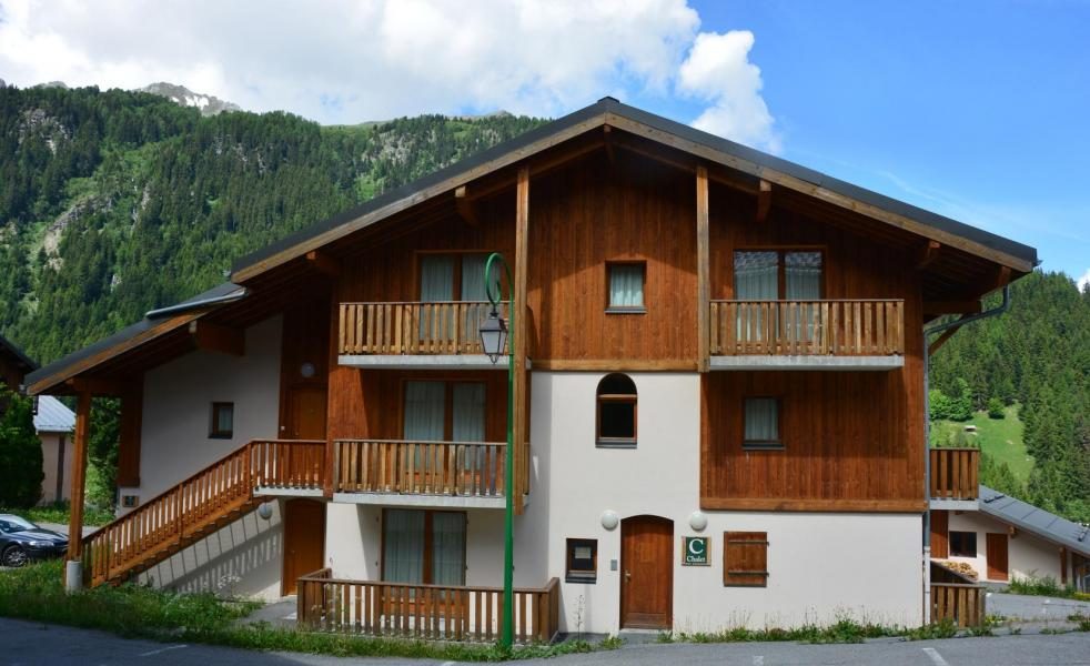 Vacances en montagne Résidence les Chalets de la Ramoure - Valfréjus - Extérieur été