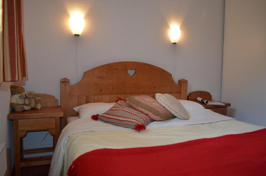 Holiday in mountain resort Résidence les Chalets de la Ramoure - Valfréjus - Bedroom