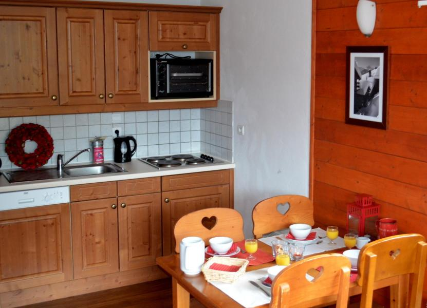 Holiday in mountain resort Résidence les Chalets de la Ramoure - Valfréjus - Kitchen