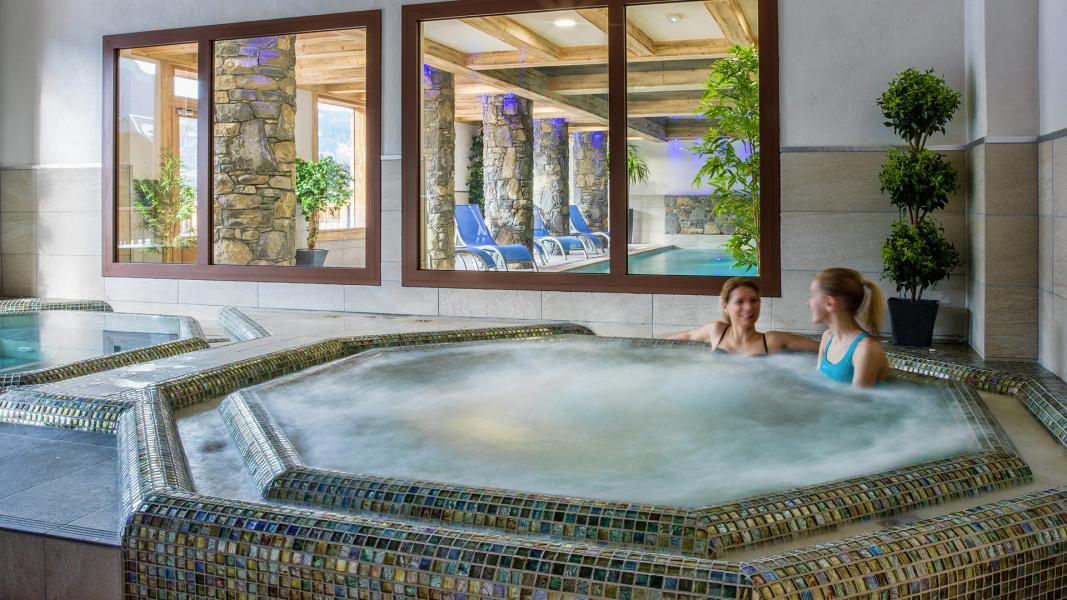 Urlaub in den Bergen Résidence les Chalets de Layssia - Samoëns - Whirlpool