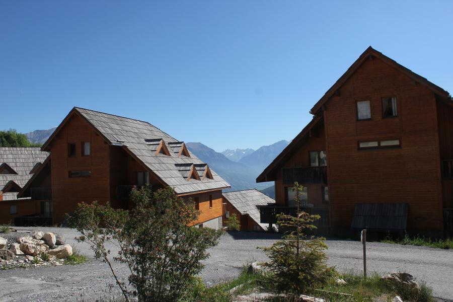 Location au ski Residence Les Chalets De Praroustan - Pra Loup - Extérieur été