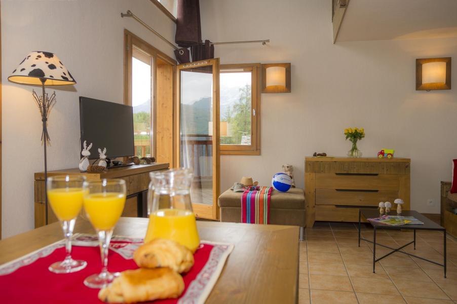 Urlaub in den Bergen Résidence les Chalets de Wengen - Montchavin La Plagne - Essbereich