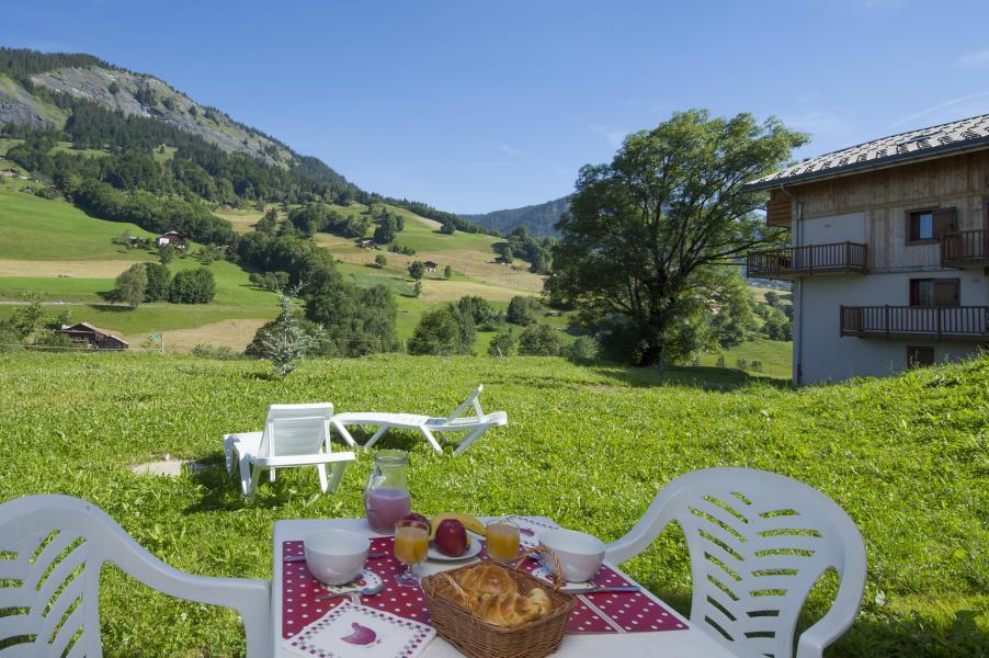 Vacances en montagne Résidence les Chalets des Evettes - Flumet - Extérieur été