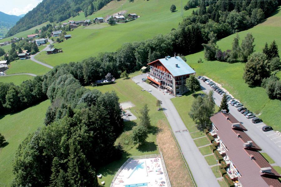 Аренда на лыжном курорте Résidence Les Chalets du Prariand - Megève - летом под открытым небом