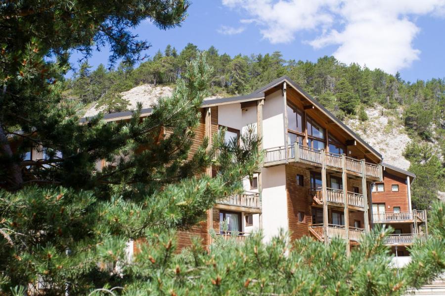 Holiday in mountain resort Résidence les Chalets et Balcons de la Vanoise - La Norma - Summer outside