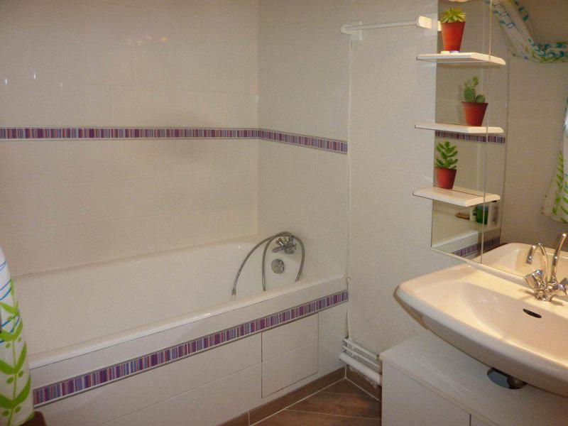 Holiday in mountain resort Studio sleeping corner 4 people (401) - Résidence les Ecrins - Les Orres - Bath-tub
