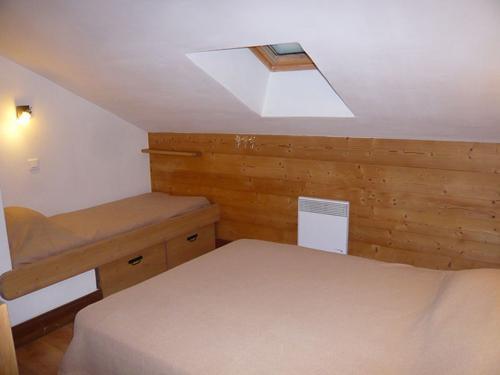 Vacances en montagne Chalet 3 pièces 7 personnes - Résidence les Edelweiss - Champagny-en-Vanoise - Chambre mansardée