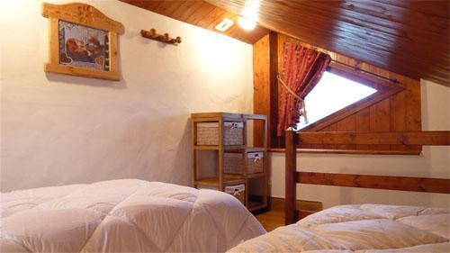 Vacances en montagne Chalet mitoyen 3 pièces mezzanine 6-8 personnes - Résidence les Edelweiss - Champagny-en-Vanoise - Chambre mansardée
