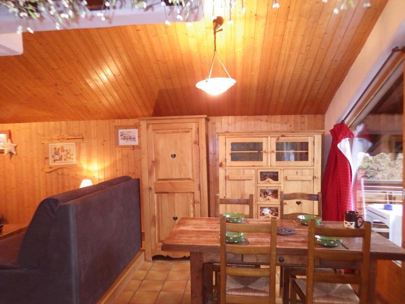 Vacances en montagne Studio mezzanine 4 personnes - Résidence les Edelweiss - Champagny-en-Vanoise - Table