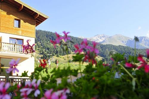 Vacances en montagne Residence Les Flocons D'argent - Aussois - Extérieur été