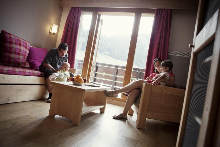 Vakantie in de bergen Résidence les Grandes Feignes - La Bresse - Woonkamer