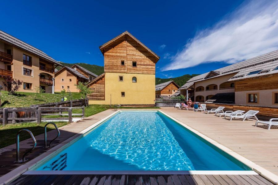 Vacances en montagne Résidence les Granges d'Arvieux - Arvieux en Queyras - Piscine