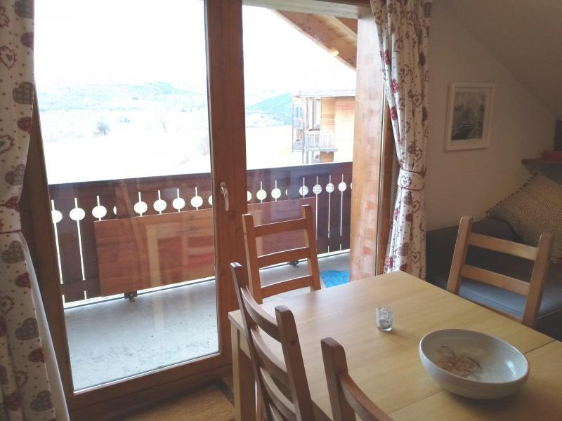 Wakacje w górach Apartament 2 pokojowy 6 osób (921) - Résidence les Mouflons - La Joue du Loup - Drzwiami balkonowymi