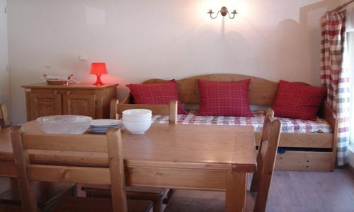 Holiday in mountain resort Studio sleeping corner 2-4 people (U002) - Résidence les Myrtilles - Vars - Sofa-bed