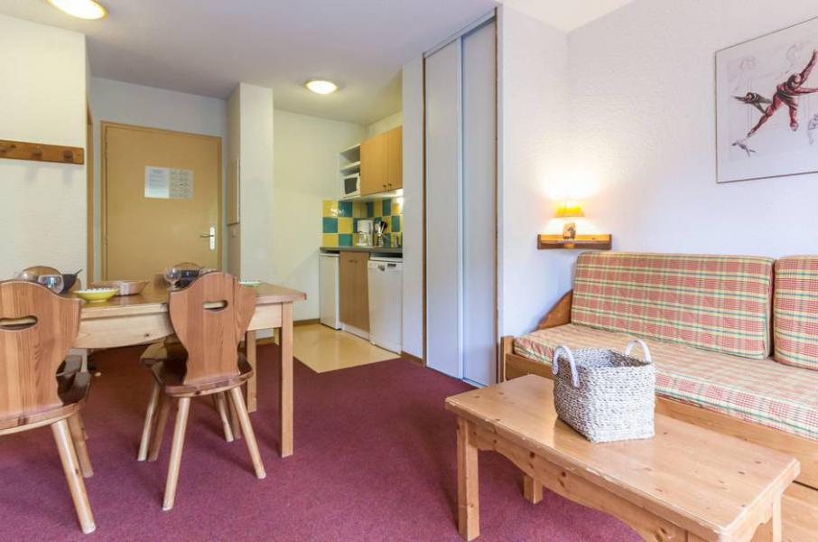 Wakacje w górach Apartament 2 pokojowy 4 osób (A12) - Résidence les Pistes - Le Corbier - Stolikiem