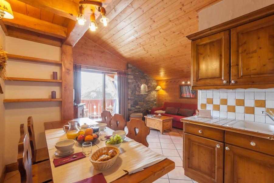 Urlaub in den Bergen Résidence P&V Premium les Alpages de Reberty - Les Menuires - Tisch