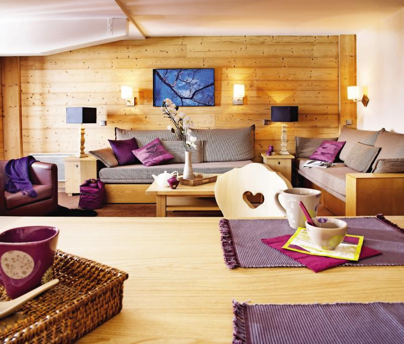 Holiday in mountain resort Résidence P&V Premium les Chalets du Forum - Courchevel - Living room