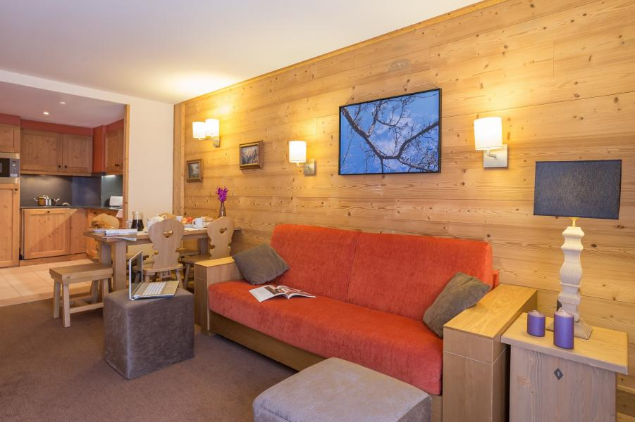Holiday in mountain resort Résidence P&V Premium les Chalets du Forum - Courchevel - Settee