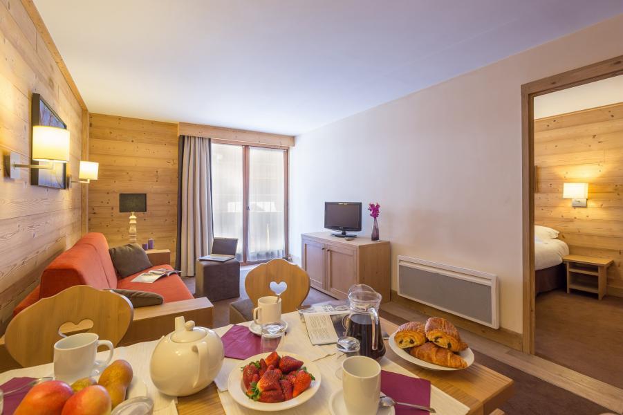 Vakantie in de bergen Résidence P&V Premium les Chalets du Forum - Courchevel - Tafel