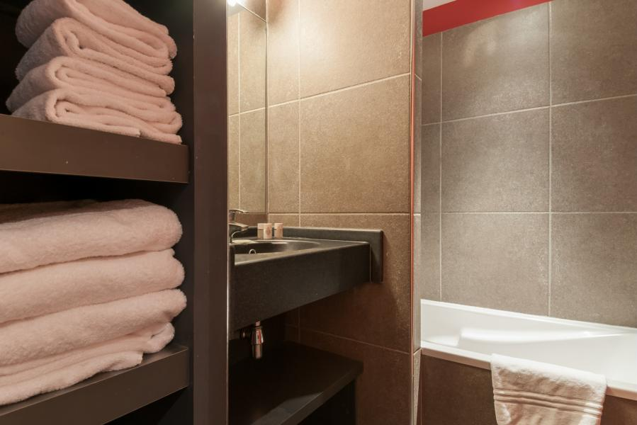 Holiday in mountain resort Résidence P&V Premium les Crêts - Méribel-Mottaret - Bath-tub