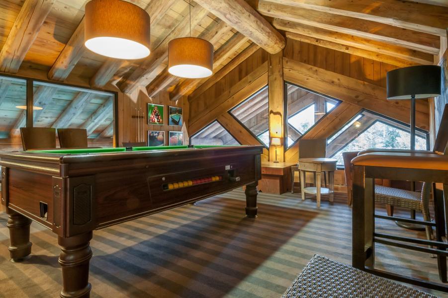 Holiday in mountain resort Résidence P&V Premium les Fermes de Méribel - Méribel - Pool