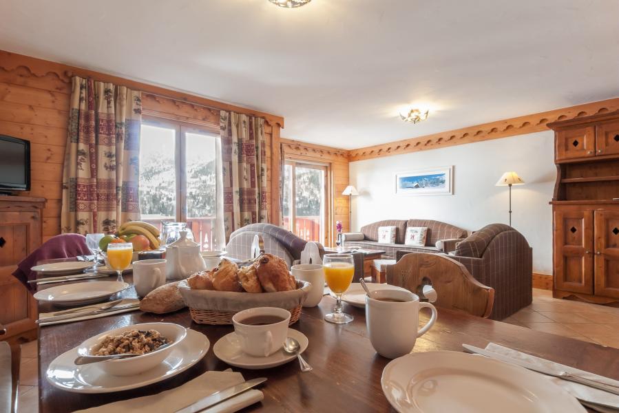 Urlaub in den Bergen Résidence P&V Premium les Fermes de Méribel - Méribel - Tisch