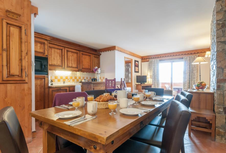 Urlaub in den Bergen Résidence P&V Premium les Hauts Bois - La Plagne - Tisch