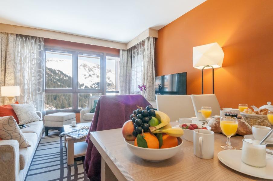 Urlaub in den Bergen Résidence P&V Premium les Terrasses d'Helios - Flaine - Tisch