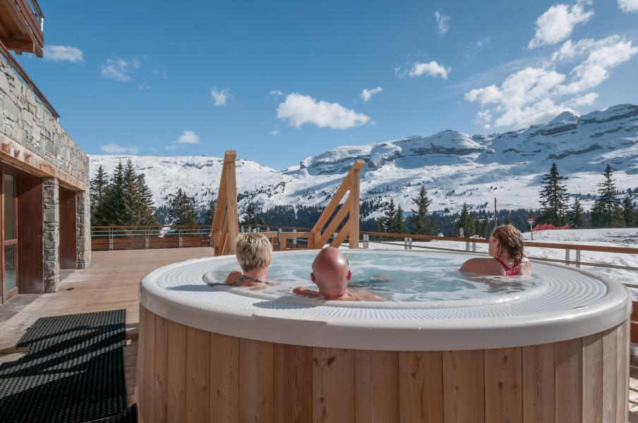 Urlaub in den Bergen Résidence P&V Premium les Terrasses d'Helios - Flaine - Whirlpool