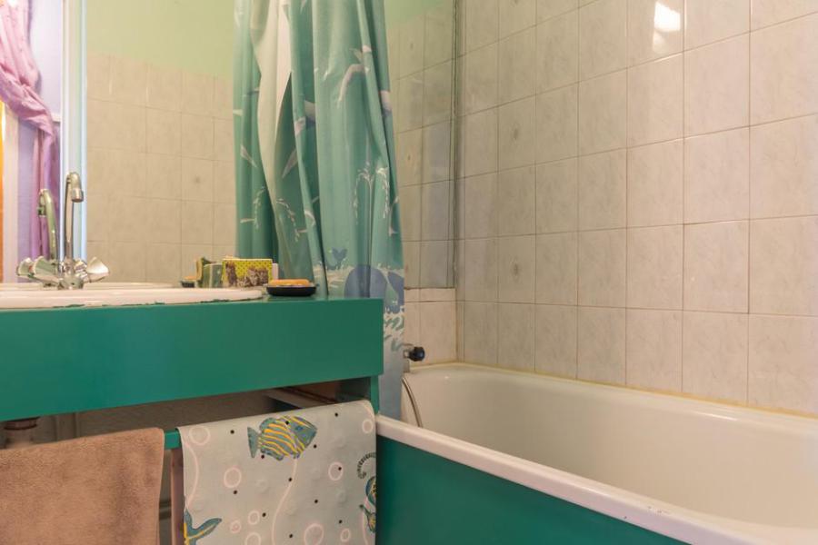 Holiday in mountain resort Studio sleeping corner 5 people (0104) - Résidence Phénix Pégase - Le Corbier - Bath-tub