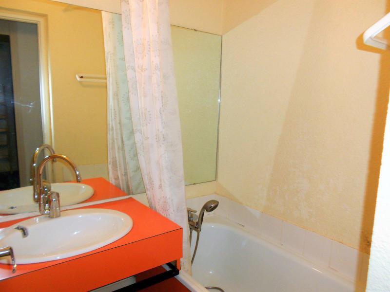 Holiday in mountain resort Studio sleeping corner 5 people (0304) - Résidence Phénix Pégase - Le Corbier - Bath-tub
