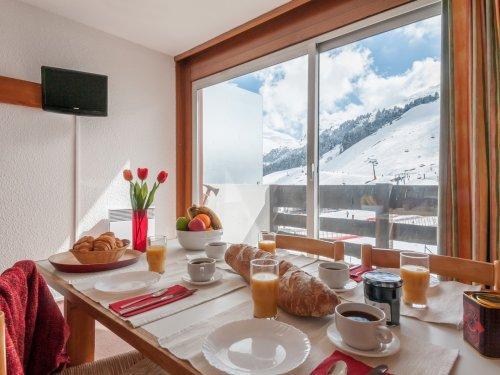 Wakacje w górach Résidence Pierre & Vacances les Bleuets - Méribel-Mottaret - Stołem
